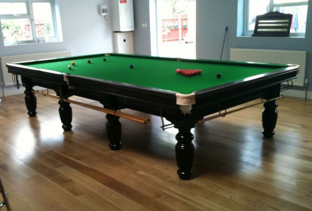 FULL SIZE RILEY RENAISSANCE SNOOKER TABLE