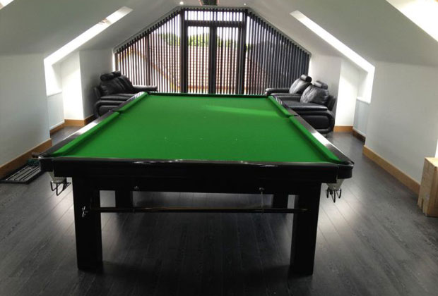 FULL SIZE RILEY SNOOKER TABLE - FINISHED IN BLACK GLOSS