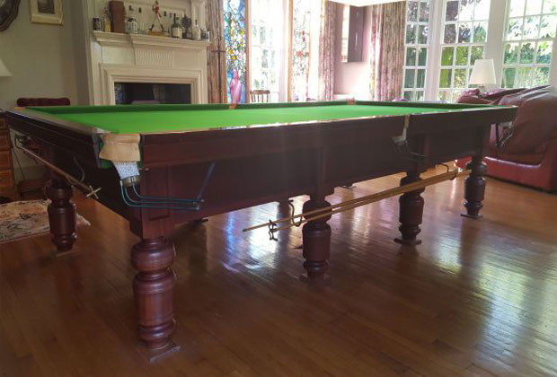 FULL SIZE DAYMOAT SNOOKER TABLE